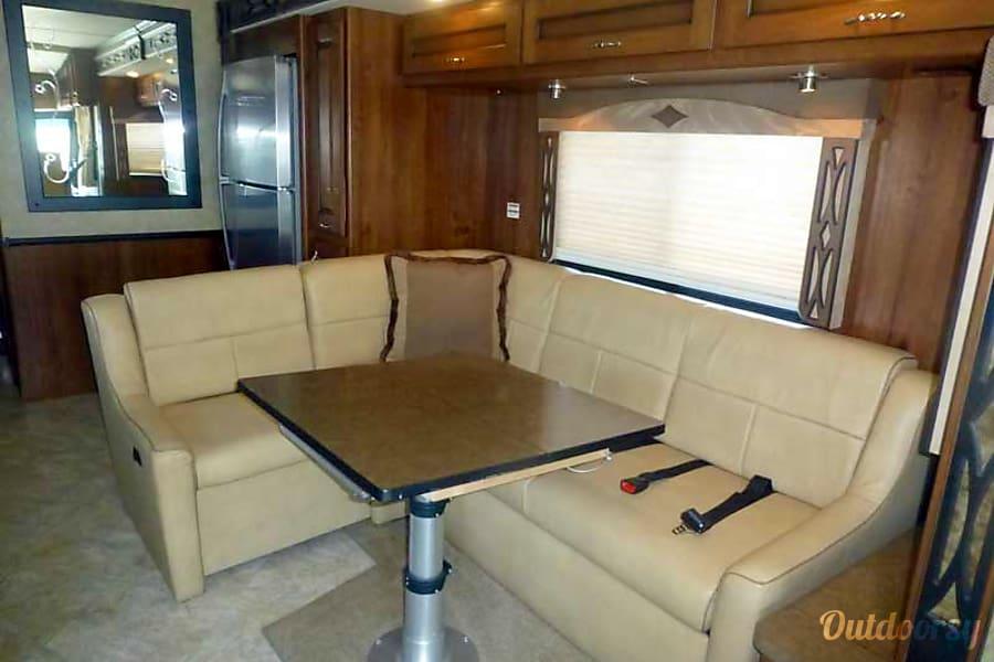 33' Fleetwood Excursion Diesel w/ Slide-Out (38) San Marcos, CA Dinette/Sofa Sleeper