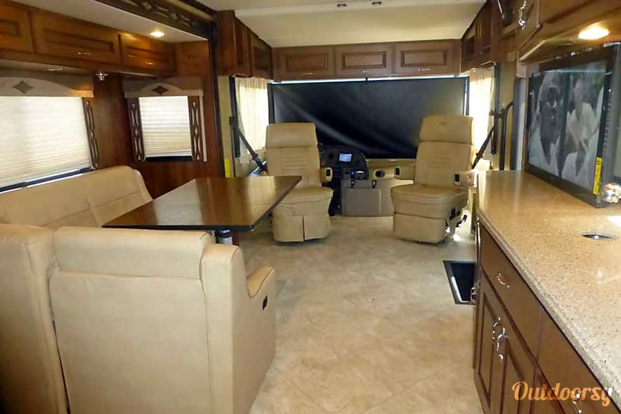 33' Fleetwood Excursion Diesel w/ Slide-Out (38) San Marcos, CA Living Room Seating Group