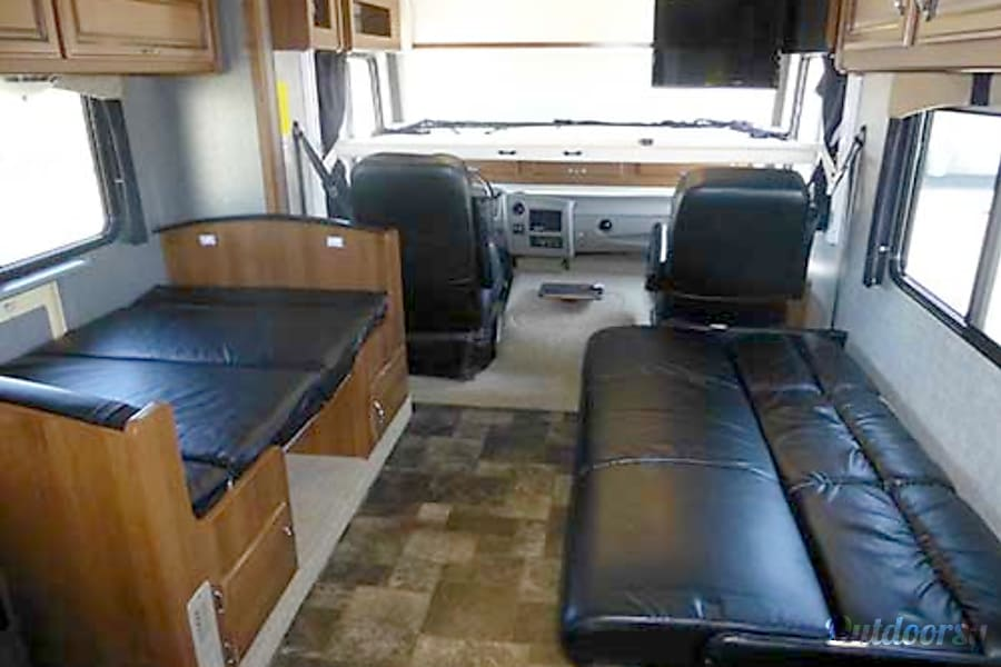 32' Storm w/Two Slides & Bunk Beds (44) San Marcos, CA Sofa Sleeper and Dinette/Sleeper