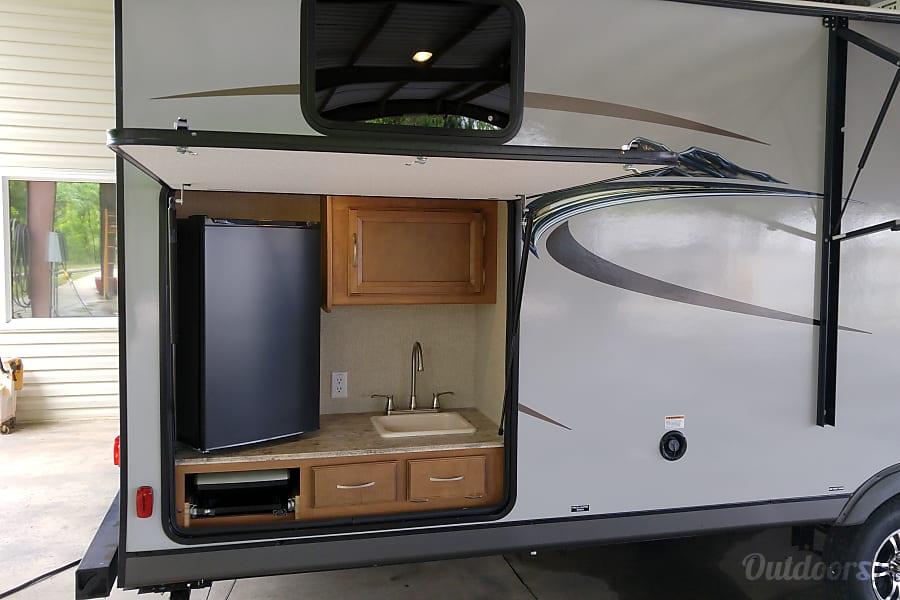 2017 Coachmen Apex Macon, Georgia Outdoor kitchen and refrigerator