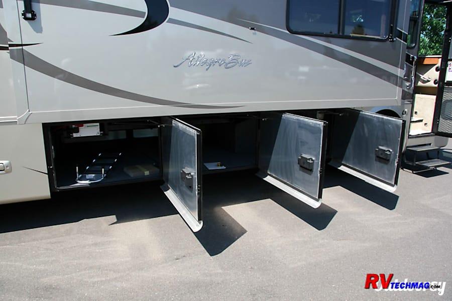 exterior 2007 Tiffin Motorhomes Allegro Bus Acton, CA
