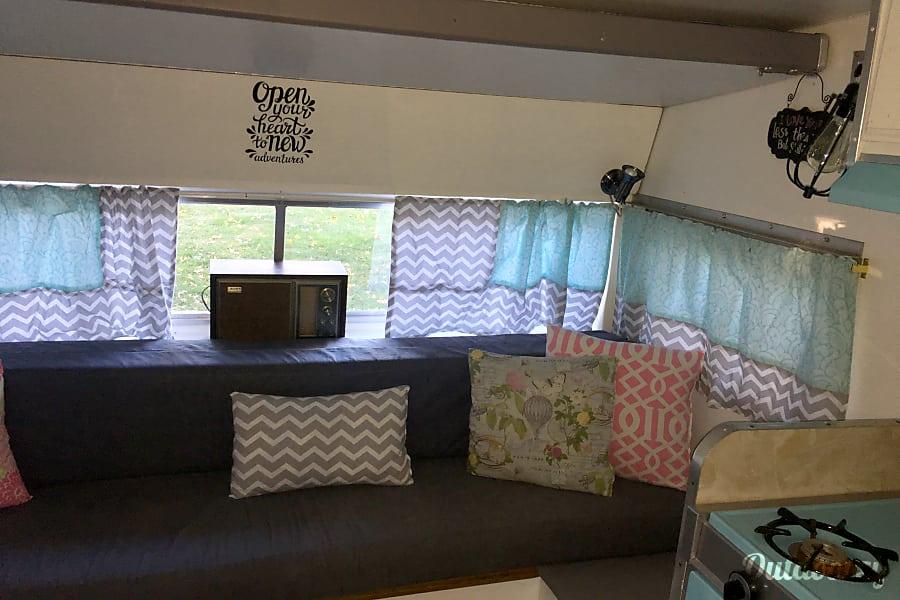 interior 1970 Shasta Loflyte Carmel, IN