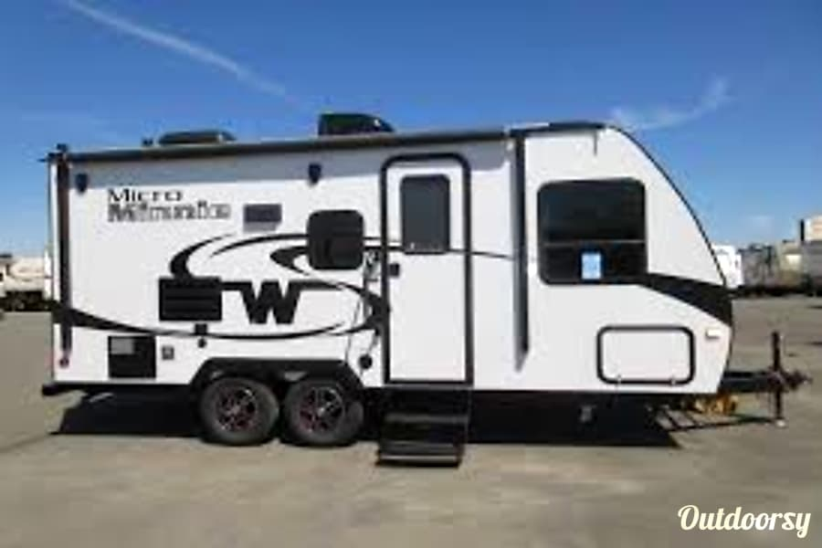 exterior 2017 Winnebago Micro Minnie Denver, CO