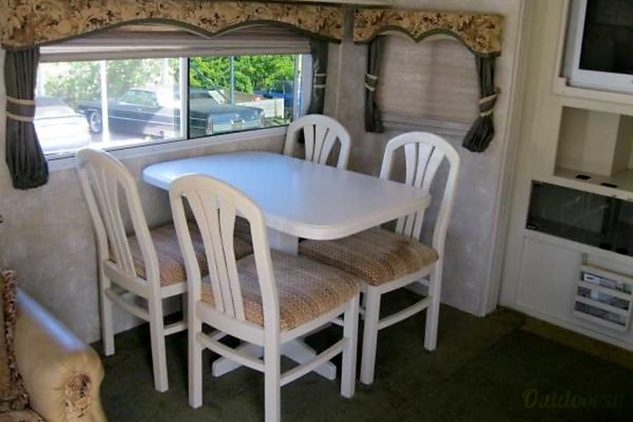 2005 Coachmen Chaparral Brooksville, Florida Dining table