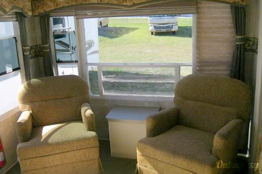 2005 Coachmen Chaparral Brooksville, Florida Rocker/swivel chairs
