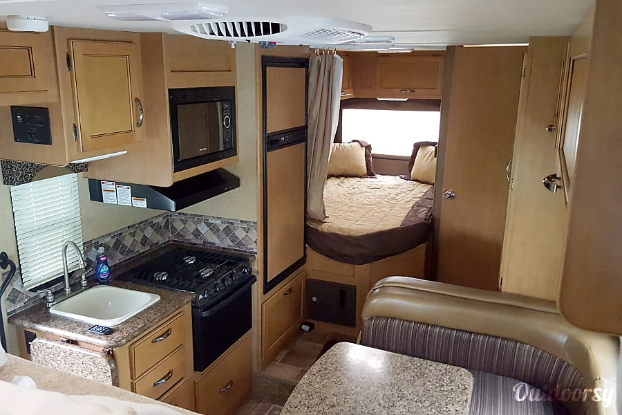 interior 2015 Thor Motor Coach Freedom Elite St. Augustine, FL