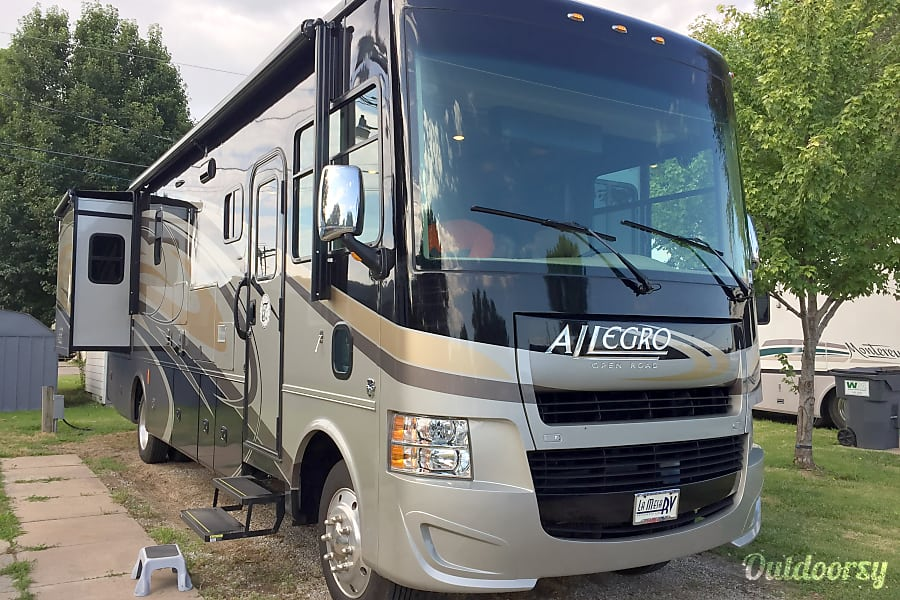 exterior BLUE MOON II - 2016 Tiffin Motorhomes Allegro Open Road Kansas City, MO
