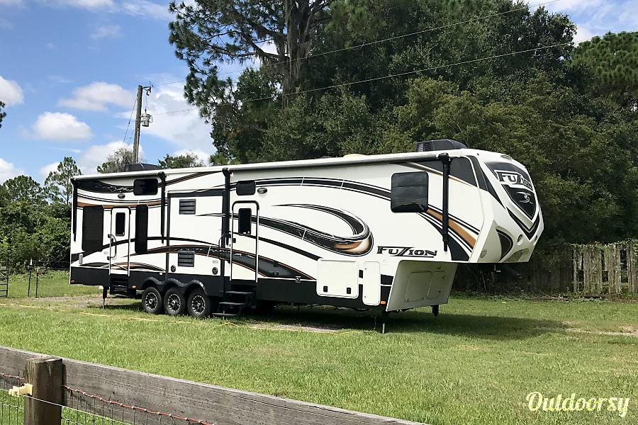 exterior 2013 Keystone Fuzion Lakeland, FL