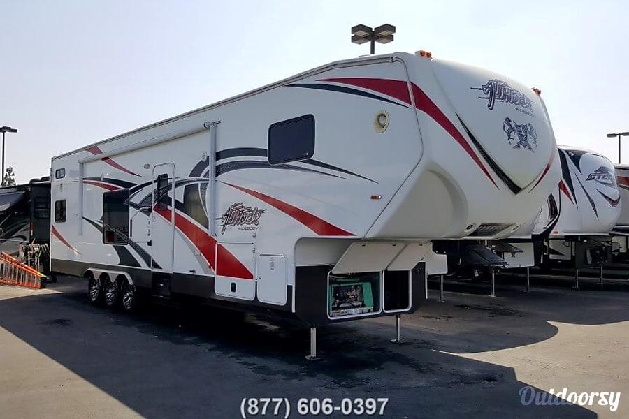 exterior 2014 Eclipse Recreational Vehicles Attitude Anaheim, CA