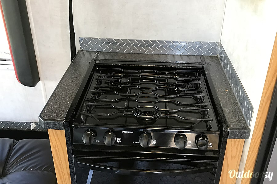 2004 Holiday Rambler Next Level DeKalb, Illinois Excellent Gas Stove Top for the traveling chef.
