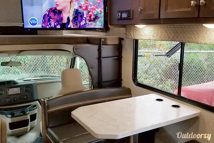 2018 Forest River Sunseeker Marietta, GA Dining area