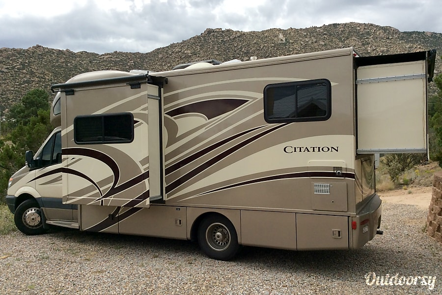 exterior 2014 Thor Motor Coach Chateau Citation Albuquerque, NM