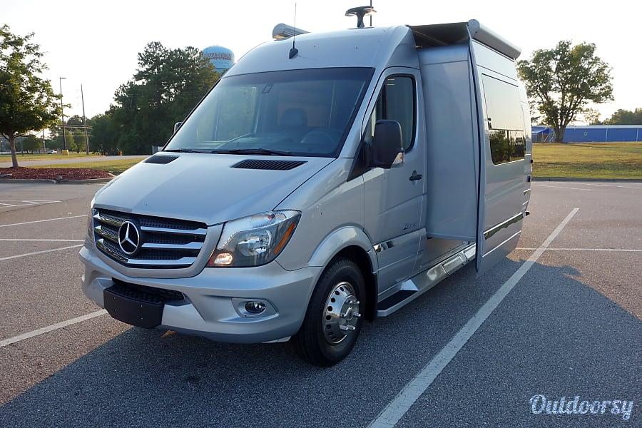 exterior 2018 Winnebago Era 170M Touring Coach Atlanta, GA