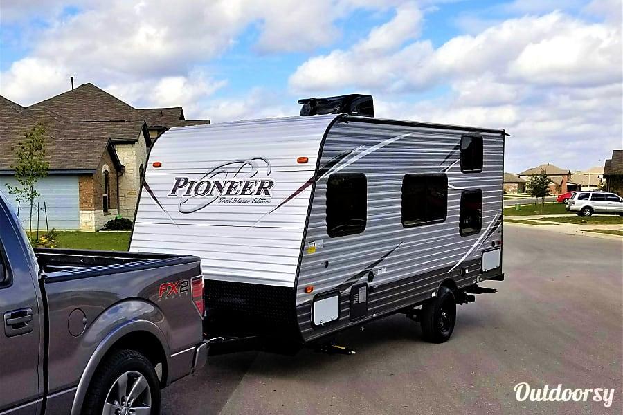 exterior 17FT Pioneer Travel Trailer w/ Bunk Beds (Sleeps 5) and External Generator Buda, Texas