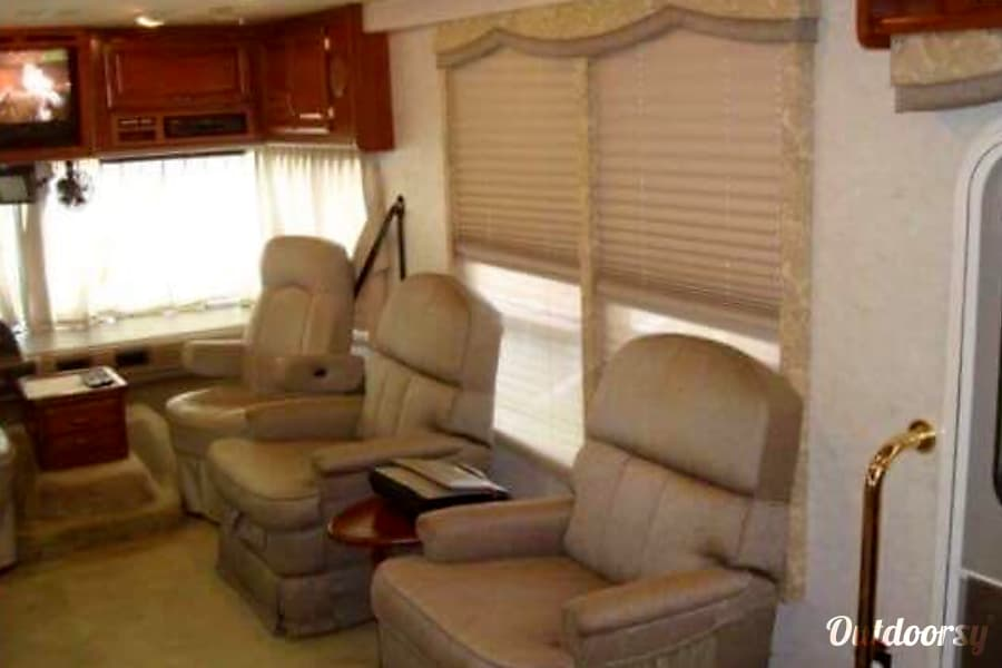 2002 Fleetwood Bounder Churubusco, IN Large swivelling reclining chairs in the living area.