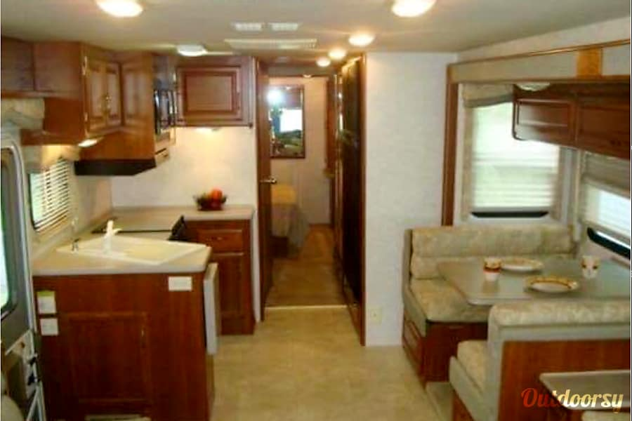 2002 Fleetwood Bounder Churubusco, IN Kitchen and eating area.