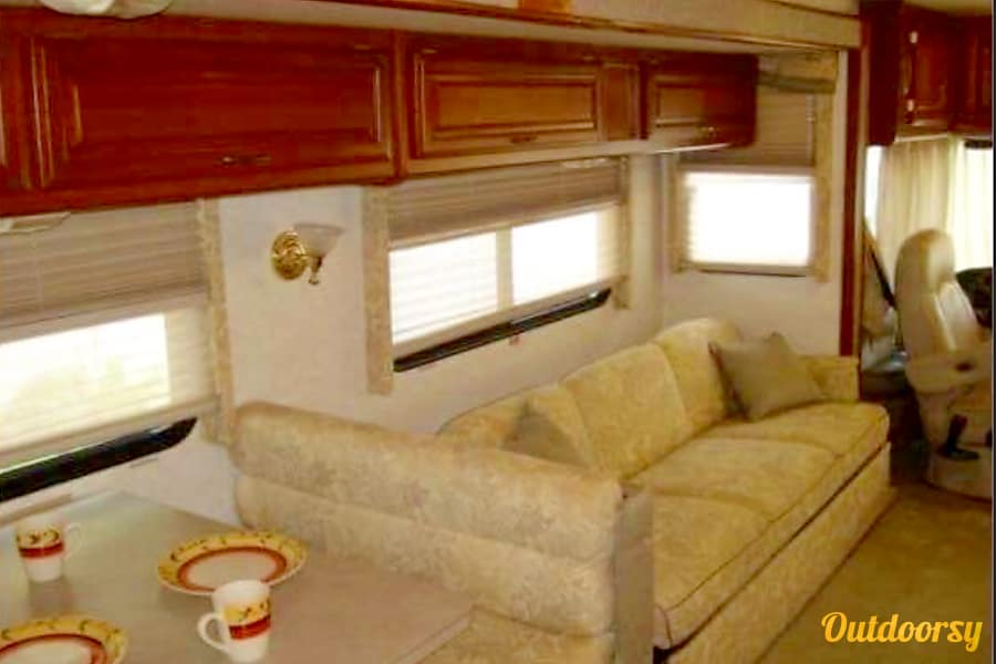 2002 Fleetwood Bounder Churubusco, IN Fold out couch.