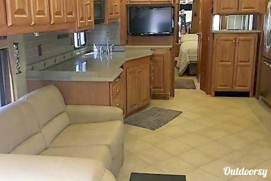 interior 2010 Tiffin Motorhomes Allegro Phaeton Queen Creek, Arizona