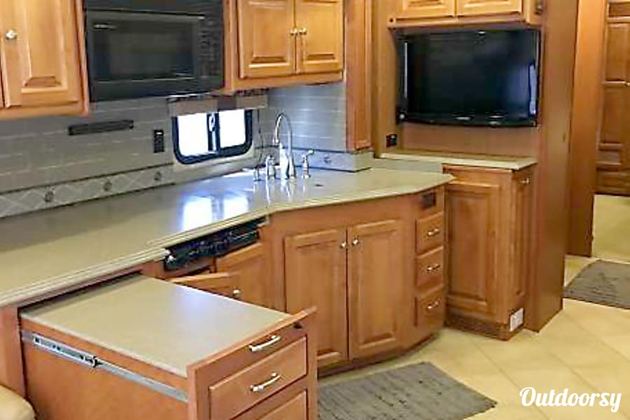 2010 Tiffin Motorhomes Allegro Phaeton Queen Creek, Arizona Extra large counter space!