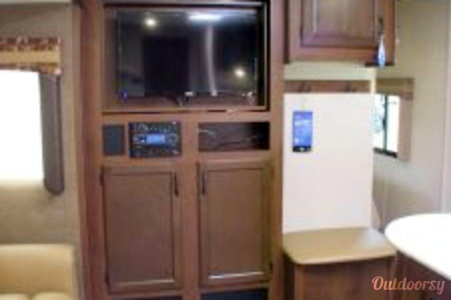2015 Jayco Jay Flight 28RBDS Huachuca City, AZ Flipable TV - Livingroom Side