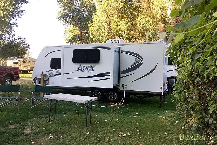 exterior 2014 Coachmen Apex Elk Grove, CA