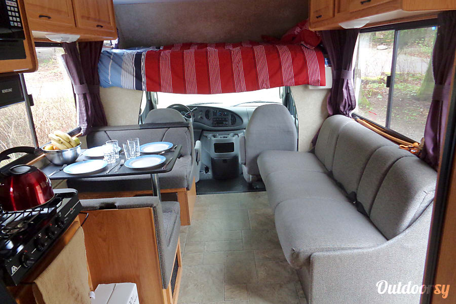 interior 2009 Thor Motor Coach Four Winds Majestic Victoria, BC