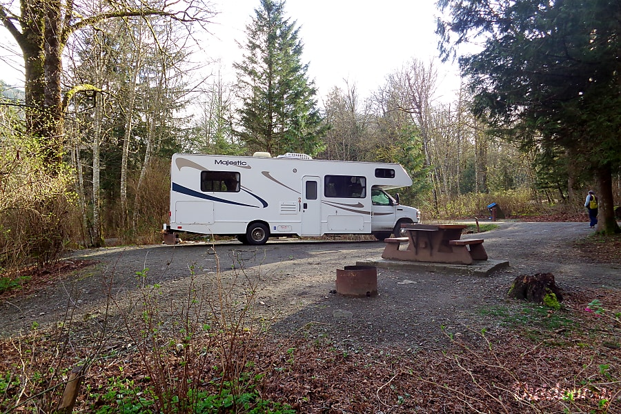 2009 Thor Motor Coach Four Winds Majestic Victoria, British Columbia Besides being able to use the picknick table on your campsite, the RV comes with a foldable table and 4 chairs.