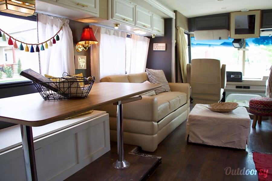 interior 2000 Winnebago Brave Timnath, CO