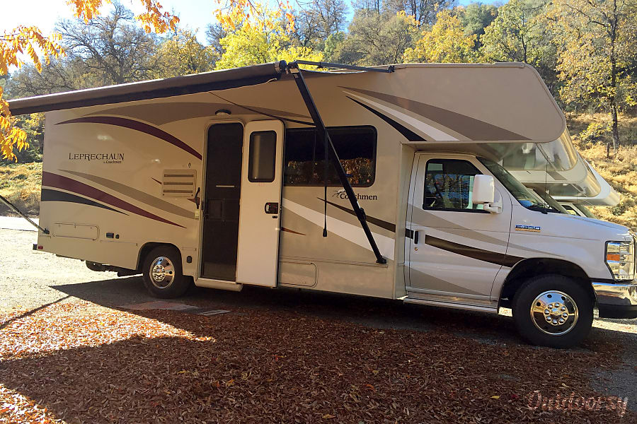 2017 Coachmen Leprechaun Motor Home Class C Rental In Oakhurst Ca Outdoorsy