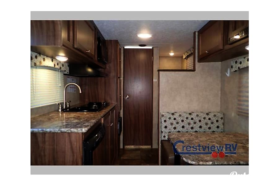 interior 2016 Coachmen Clipper 17BH - Amira! Henrico, VA