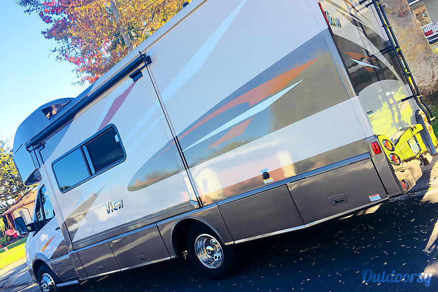 2018 Winnebago View Motor Home Class C Rental In Los