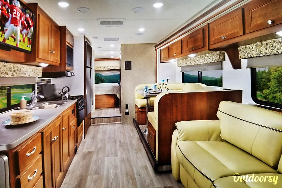 interior 2018 Forest River Sunseeker Cleveland, OH