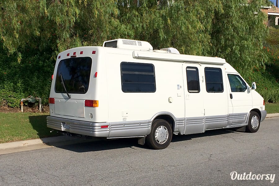 exterior Winnebago Rialta - 18 MPG guaranteed! Anaheim, CA