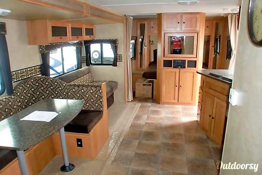 2013 Cruiser Rv Corp Shadow Cruiser Rancho Cucamonga, California