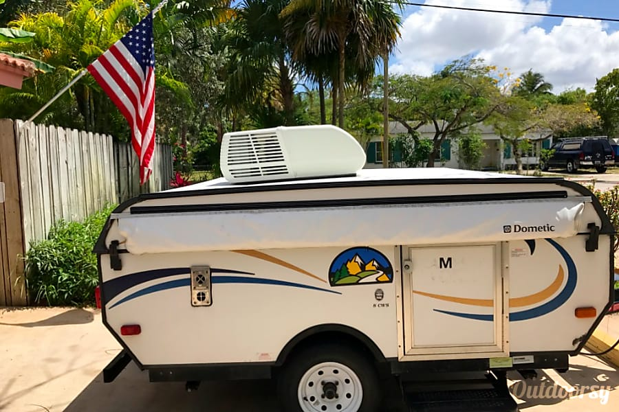 exterior 2014 Viking Epic 1906st http://rentscampers.com/ Houston, TX