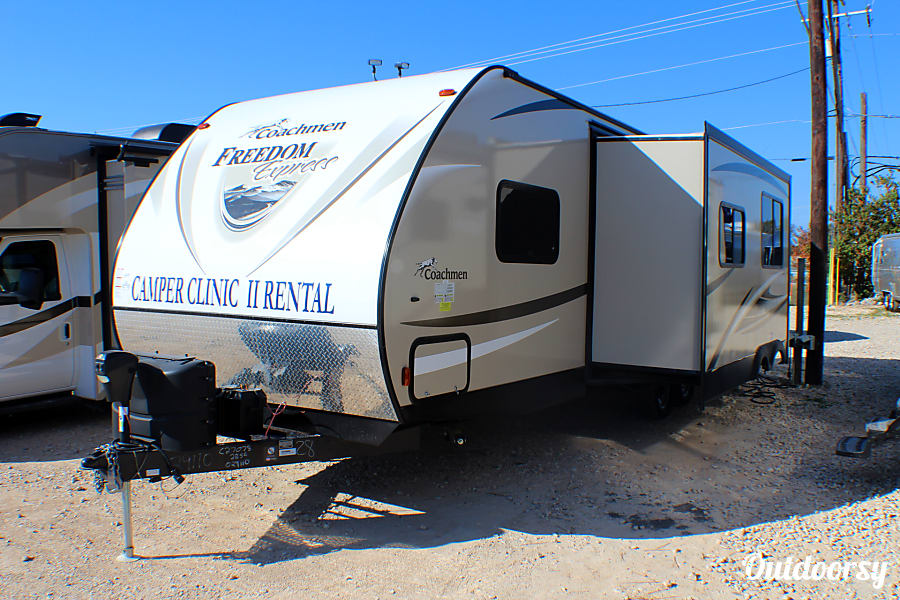 exterior 2018 Coachmen Freedom Express 28 Select Edition Buda, TX