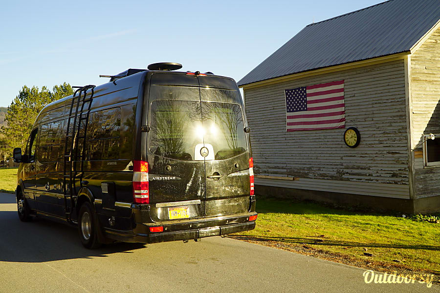 2014 Airstream Interstate Lounge 9 EXT (aka Ajax-Lux) Chappaqua, NY