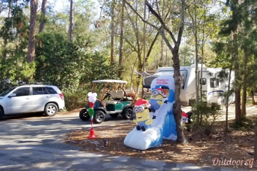 2008 Jayco Jay Feather Lake Mary, Florida Fort Wilderness Guests with Christmas decorations