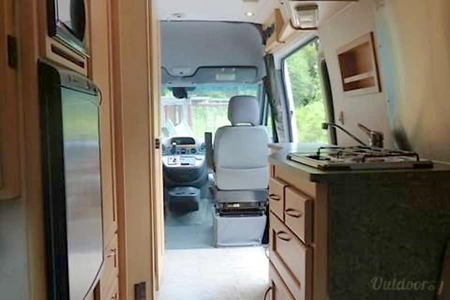 22 Foot Pleasure Way Mercedes Sprinter Diesel Walnut, CA