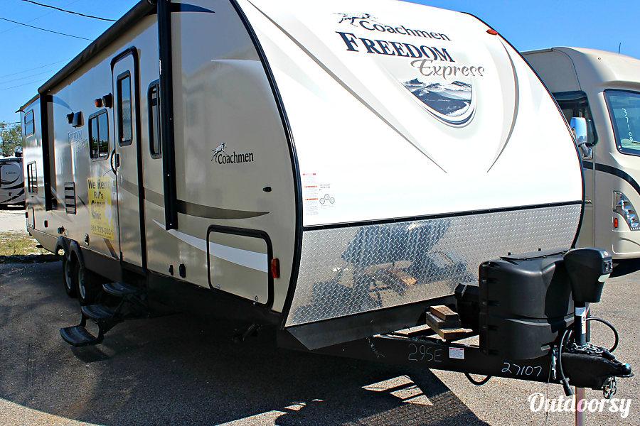 exterior 2017 Coachmen FE 29SE Rockport, TX