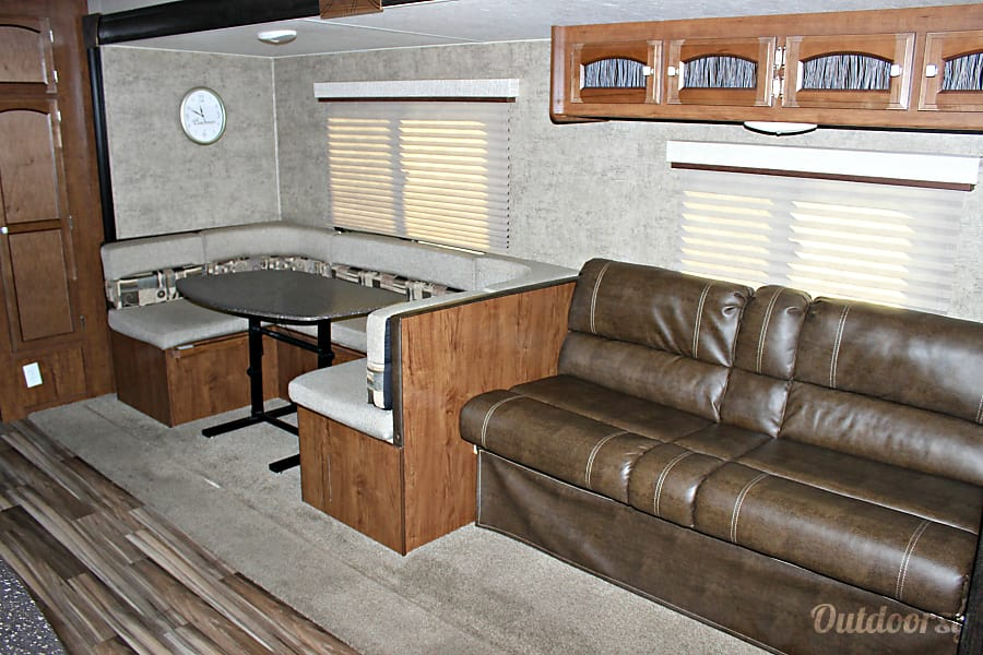 interior 2017 Coachmen FE 29SE Rockport, TX