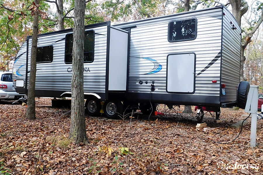 Memory Maker - 2018 Coachmen Catalina SBX O'Fallon, MO Slide out opens up the kitchen and living area.