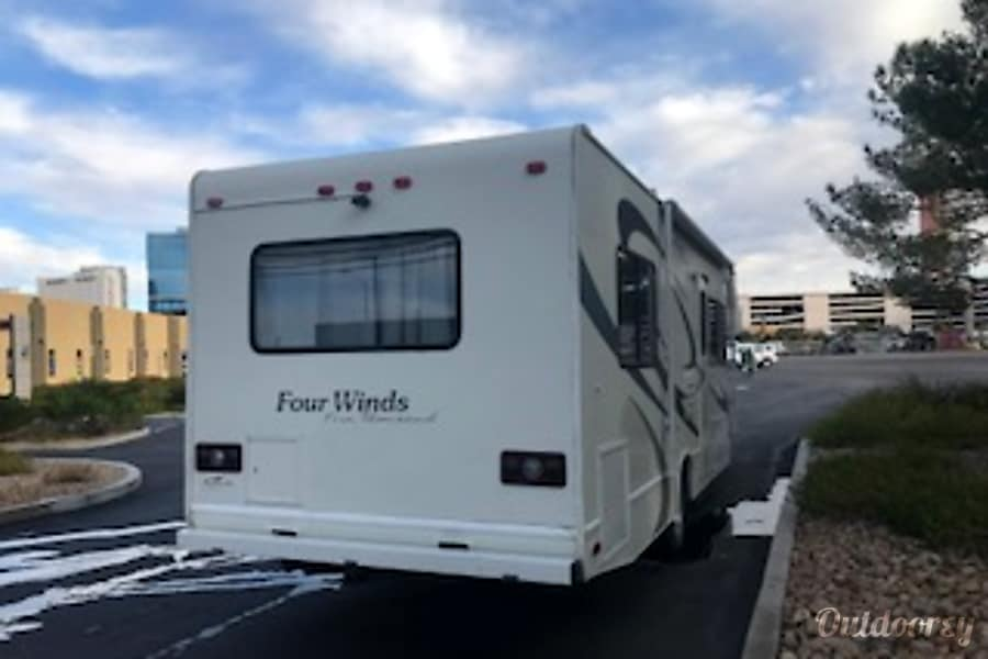 CHEVY 28FT CLASS C RV DRIVES LIKE A CAR SLEEPS 8 NICK NAME (AGGIE) Las Vegas, NV