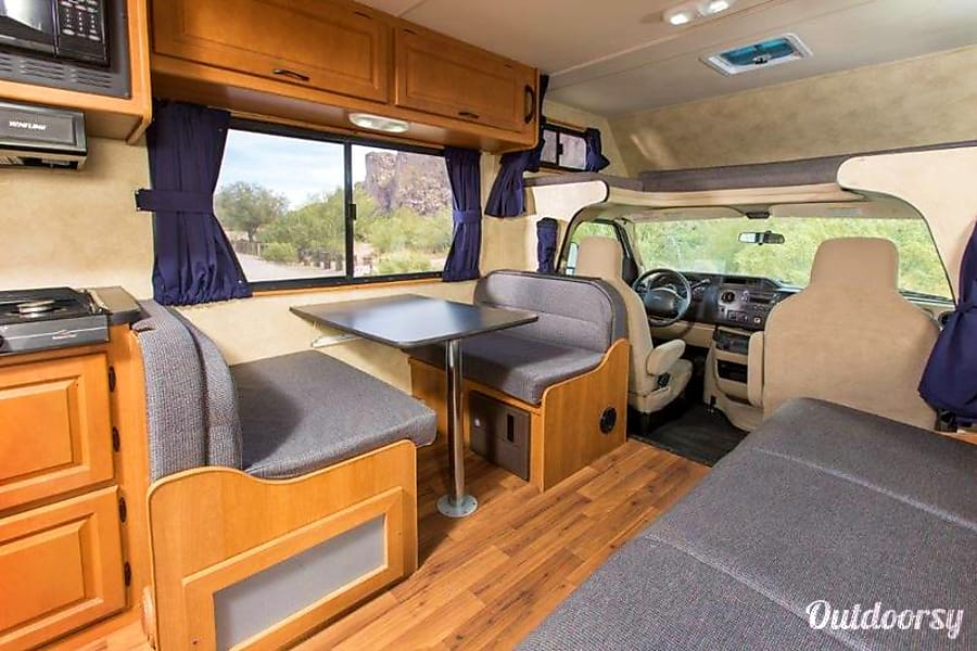 2013 Thor Majestic 28a Motor Home Class C Rental In