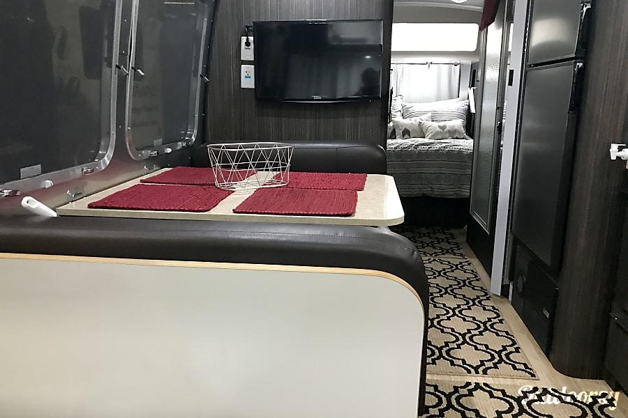 interior 2017 Airstream International Penelope wonder Chatsworth, CA