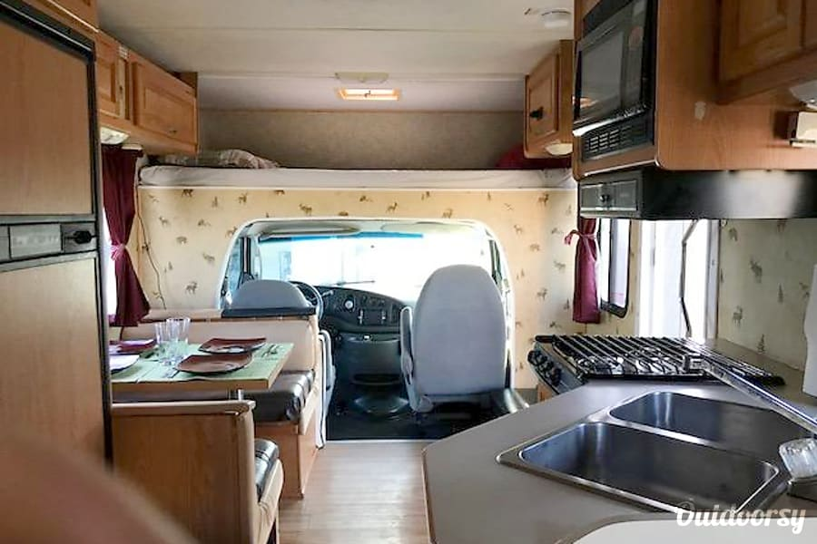 interior 2006 Thor Motor Coach Four Winds Majestic Port St. Lucie, FL