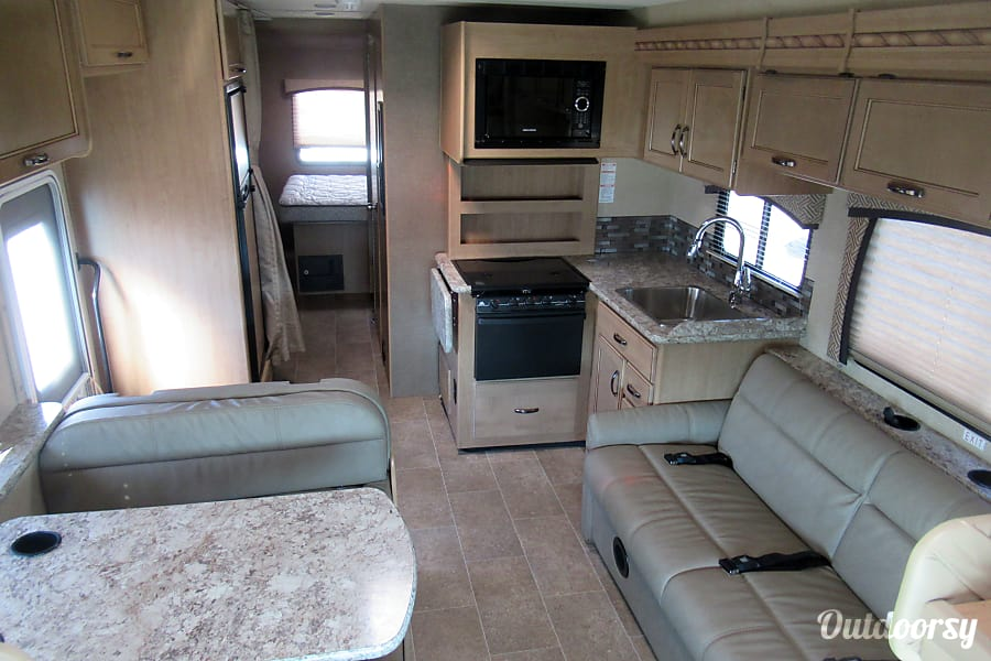 2018 Thor Motor Coach Chateau 30D(3) Spokane Valley, WA