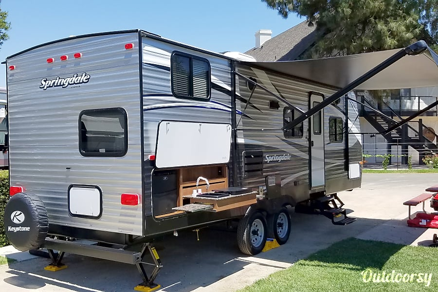 exterior Hotel On Wheels 2017 Bunkhouse. Sleeps 6-7 / 1/2 Ton Towable Buellton, CA