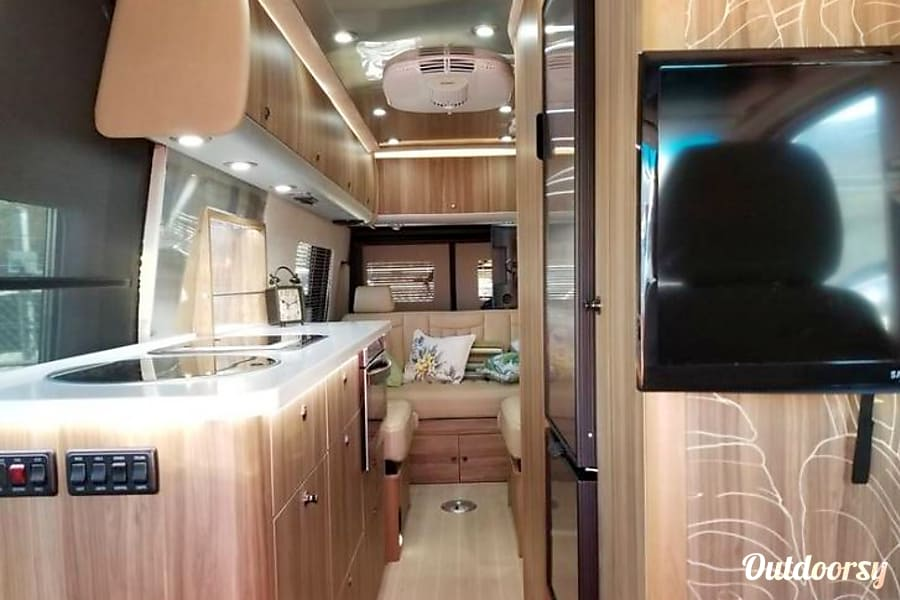 interior 2017 Tommy Bahama edition AIRSTREAM INTERSTATE Grand Tour Tenafly, NJ