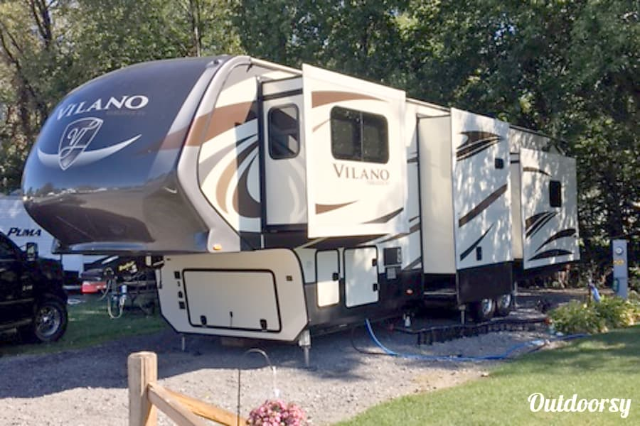 exterior 2018 Tiffin Motorhomes Other Knoxville, TN